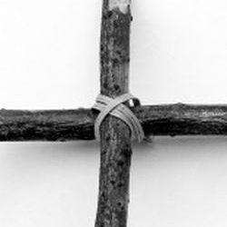Крест из веток